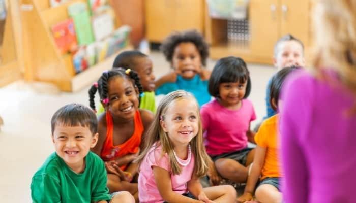 a preschool teacher teaching kids in a preschool classroom