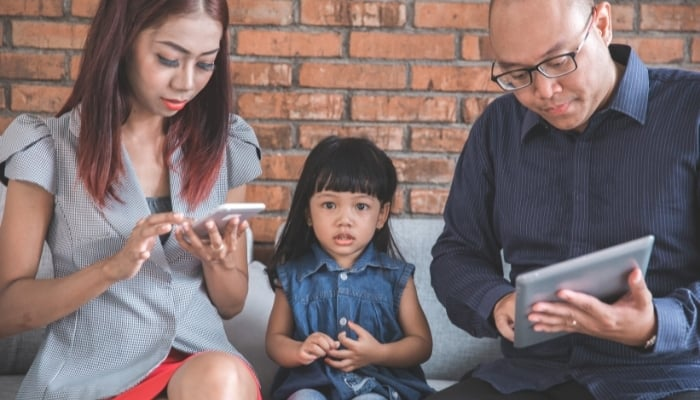 busy parents not bonding together